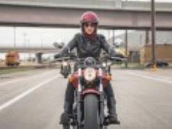 مخالفت دیوان با صدور گواهینامه موتورسیکلت برای بانوان